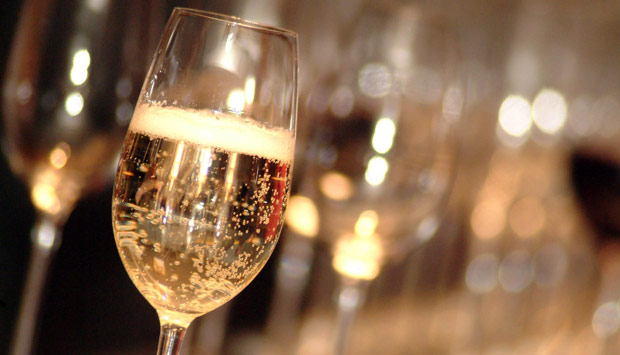 http://www.thedrinksbusiness.com/wordpress/wp-content/uploads/2012/07/glass-of-sparkling-wine-valvona-crolla-vincaffe.jpeg