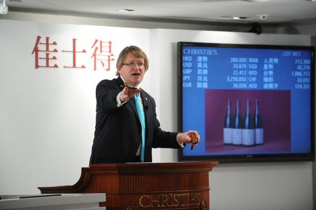 HK_Wine_S3200_15&16Mar_Auctioneer_David Elswood (1)