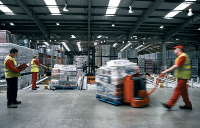 moving-palettes-in-a-warehouse-640x411