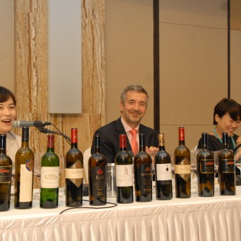 Errázuriz's Eduardo Chadwick as the wines were unveiled at this month's Korean tasting
