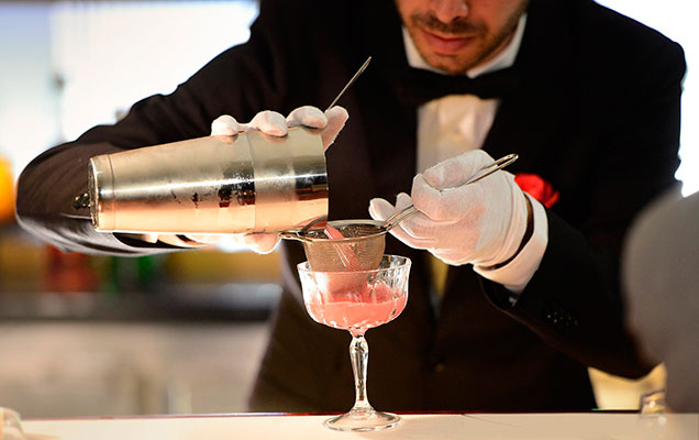 Diageo launches 2 000 mixology service for Cocktail bartender