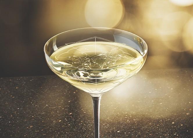 le sein de kate moss en coupe de champagne l 39 ap ro du jeudi. Black Bedroom Furniture Sets. Home Design Ideas