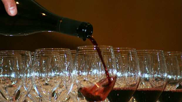 By looking at responses to wines in different settings the study could be applied by the wine industry.