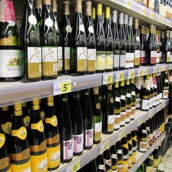 800px-Alsatian_wines_in_a_supermarket-640x480