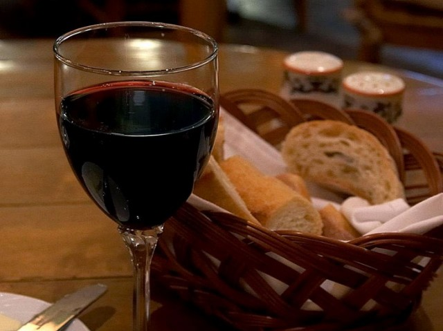 The new rule puts the focus on restaurants to only list wines that provide exact calorie information (Photo: Public-Domain-Images)