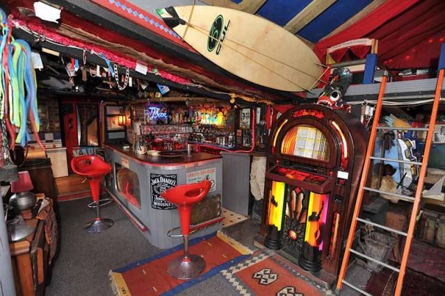 Simon's Night Club owned by Simon Steele