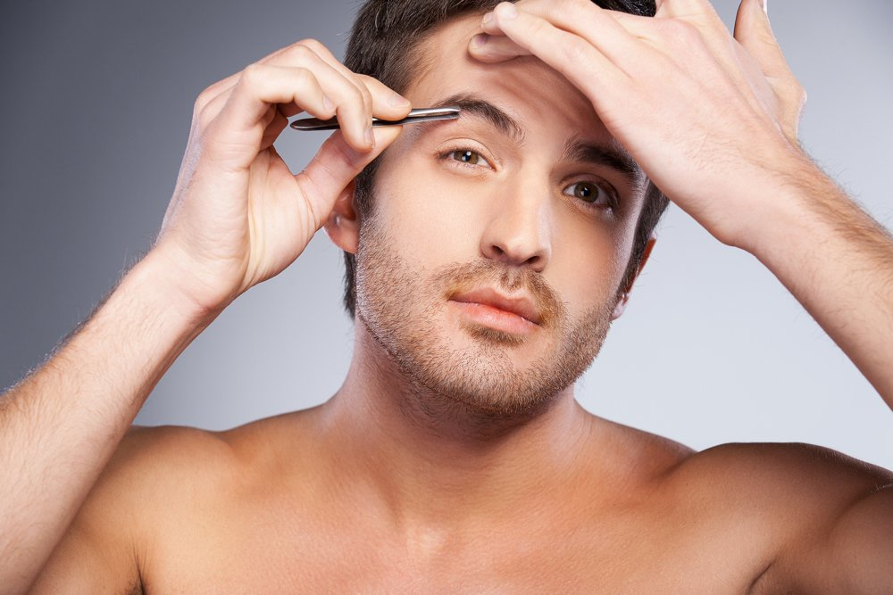 man_plucks_eyebrows_spornosexual_metrosexual_shutterstock_1000x667