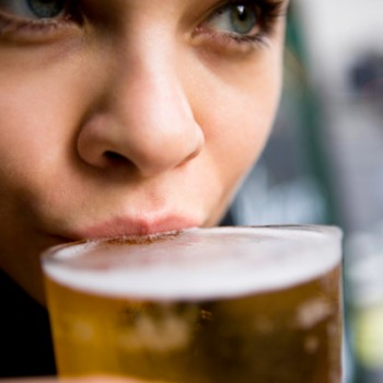 woman-drinking-beer