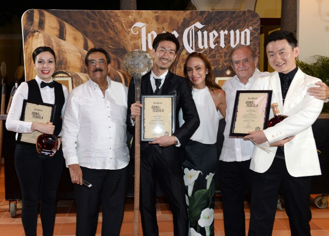 Jose Cuervo Dons of Tequila winner, runners up and Dons. L to R: Laura Duca, Don Louis, Koji Esashi, Dona Araceli, Don Francisco, Sung-Min Park (Photo: Jose Cuervo)
