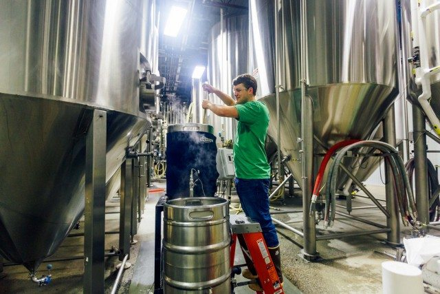 9% of respondents said they would like to take up beer brewing or winemaking as a career (Photo: Flickr)