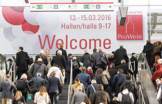 Düsseldorf, DEU, 12.3. 2016. Die Leitmesse ProWein ist alljährlich der ultimative Treffpunkt der internationalen Wein- und Spirituosenbranche. 6.200 Aussteller aus 59 Ländern präsentierten sich zur ProWein 2016 vom 13. bis 15. März in Düsseldorf. Etwa 420 internationale Spirituosen-Anbieter zeigten einen anspruchsvollen Mix aus bewährten Klassikern, landestypischen Kostbarkeiten und ausgefallenen Neuvorstellungen. Auch Innovationen und Entwicklungen im Bereich Zubehör für die Wein- und Spirituosenbranche fanden sich in Düsseldorf. | ProWein is the Leading Trade Fair and a unique meeting point for the international Wine and Spirits Sector. 6,200 exhibitors from 59 countries were present at ProWein 2016, from 13 to 15 March in Düsseldorf. Around 420 international spirits suppliers showed a sophisticated, high-quality mix consisting of tried-and-tested classics, regional-specific delicacies and exceptional new products. Innovations and new developments in accessories for the wine and spirits sector were also on display in Düsseldorf.Foto: Messe Düsseldorf, Constanze Tillmann. Exploitation right Messe Düsseldorf, M e s s e p l a t z, D-40474 D ü s s e l d o r f, www.messe-duesseldorf.de; eine h o n o r a r f r e i e Nutzung des Bildes ist nur für journalistische Berichterstattung, bei vollständiger Namensnennung des Urhebers gem. Par. 13 UrhG (Foto: Messe Düsseldorf / ctillmann) und Beleg möglich; Verwendung ausserhalb journalistischer Zwecke nur nach schriftlicher Vereinbarung mit dem Urheber; soweit nicht ausdrücklich vermerkt werden keine Persönlichkeits-, Eigentums-, Kunst- oder Markenrechte eingeräumt. Die Einholung dieser Rechte obliegt dem Nutzer; Jede Weitergabe des Bildes an Dritte ohne Genehmigung ist untersagt | Any usage and publication only for editorial use, commercial use and advertising only after agreement; unless otherwise stated: no Model release, property release or other third party rights available; royalty free only with mandatory credit: photo by