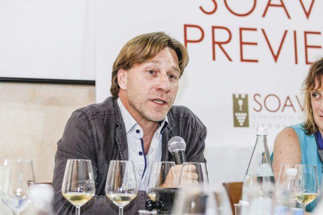 John Szabo MS speaking at the 2016 International Volcanic Wine Forum