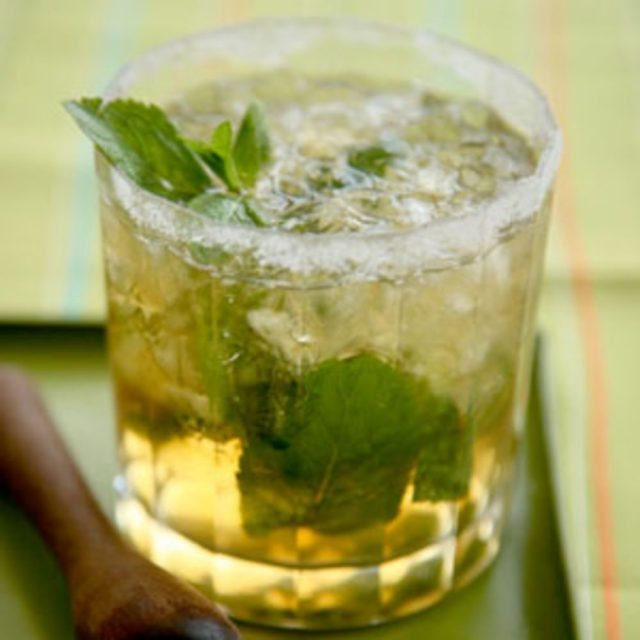 mint julep whisky cocktail