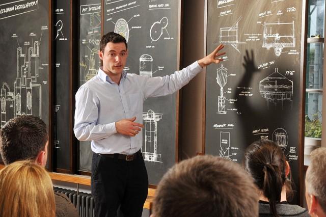David McCabe leads a class at the Irish Whiskey Academy