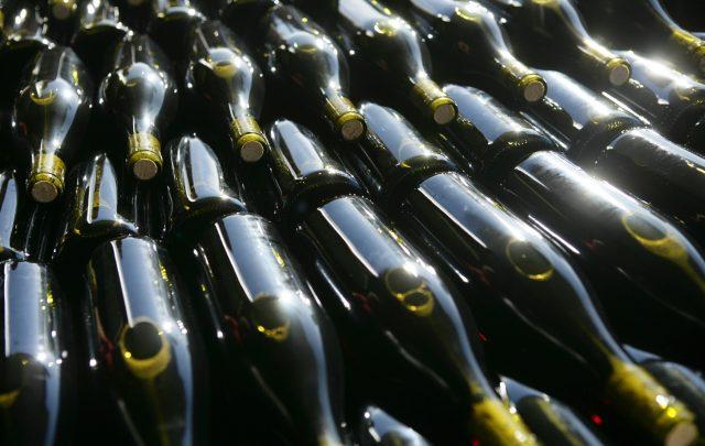 ib-1-dg-97-mise-en-bouteille-daniel-gillet-inter-beaujolais-bottles